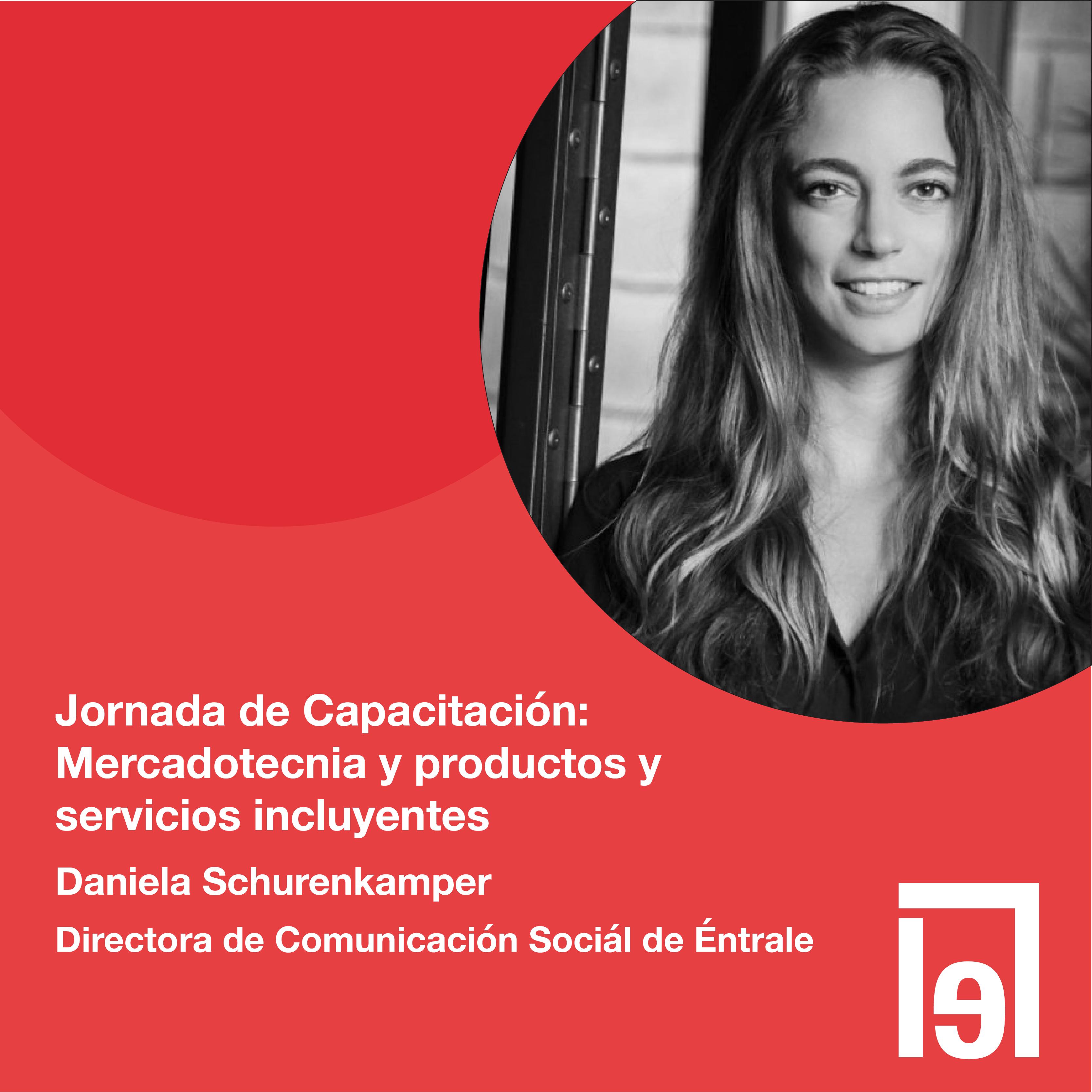 Fotografía en blanco y negro de Daniela Schurenkamper, Directora de Comunicación Social de éntrale, Resumen de Jornada de Capacitación Mercadotecnia y productos y servicios incluyentes